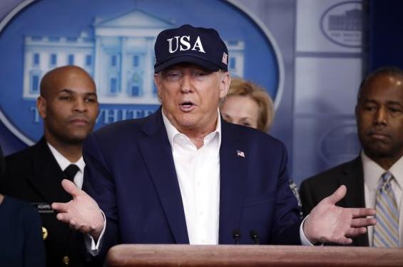 """트럼프 대통령, """"10명 이상 모이지 마라""""당부"""