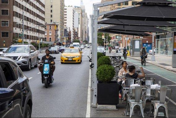코로나에 멈춘 뉴욕 식당, 반년 만에 실내 영업 재개