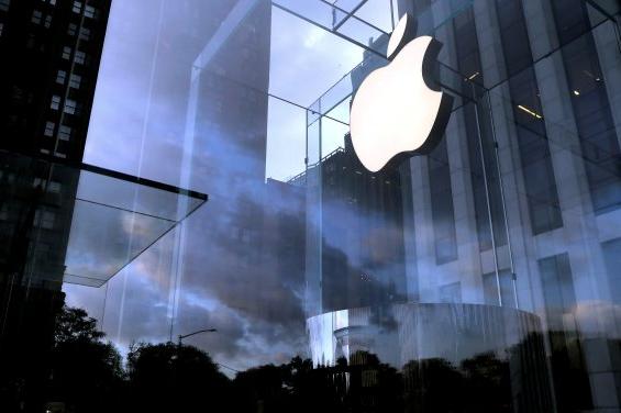 애플, 신형 아이폰 기대감에 6% 넘게 폭등