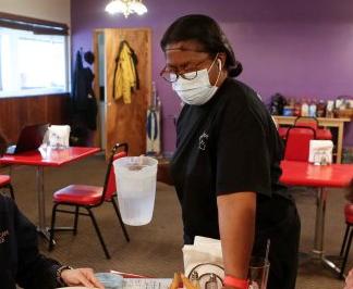 코로나-19 확진자 계속 급증, 오리건 주 내일부터 실내영업 중단
