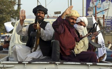 바이든 조난때 도왔던 아프간 통역사 극적 탈출 성공